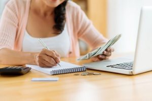 How to Balance Your Finances Without Reliable Employment