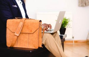 10 Important Items that Every Businessman Should Have While Traveling Abroad on Business